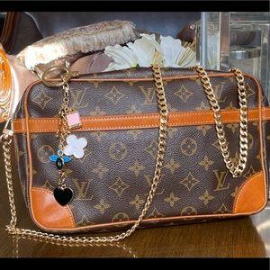 Auth Louis Vuitton crossbody Pochette